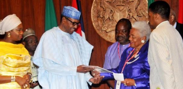 Buhari-receives-award